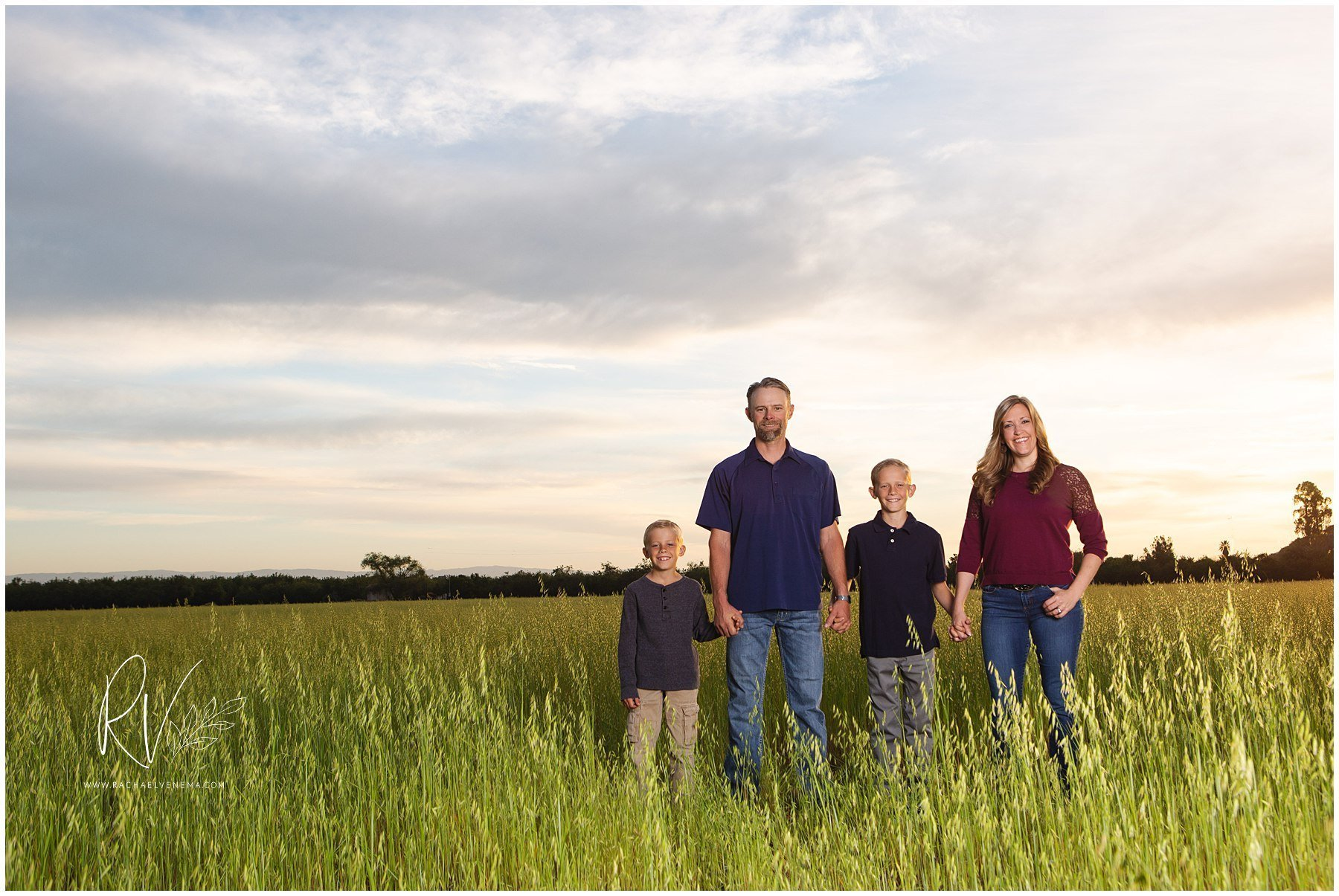 summer family photos, what to wear, family portraits, family pictures, photo style guide, ripon photographer, central valley family photographer, central valley portrait photographer, central valley photographer, northern california photographer
